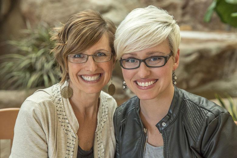 Shelli und Sara